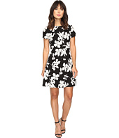Vince Camuto - Short Sleeve Fresco Blooms Flare Dress