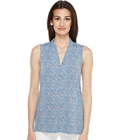 Vince Camuto - Sleeveless Delicate Pebbles V-Neck Top with Seam